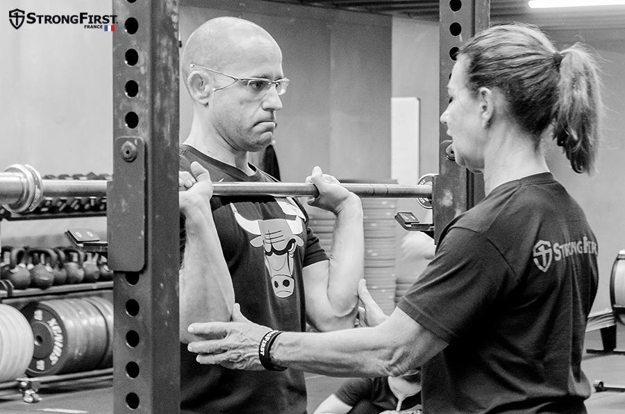 Adaptation pour la santé : apprenez les exercices avec la barre olympique